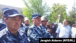 Киргизские пограничники в Баткенской области на границе с Таджикистаном