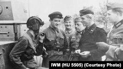 Советские и немецкие военнослужащие в Бресте, 22 сентября 1939 года