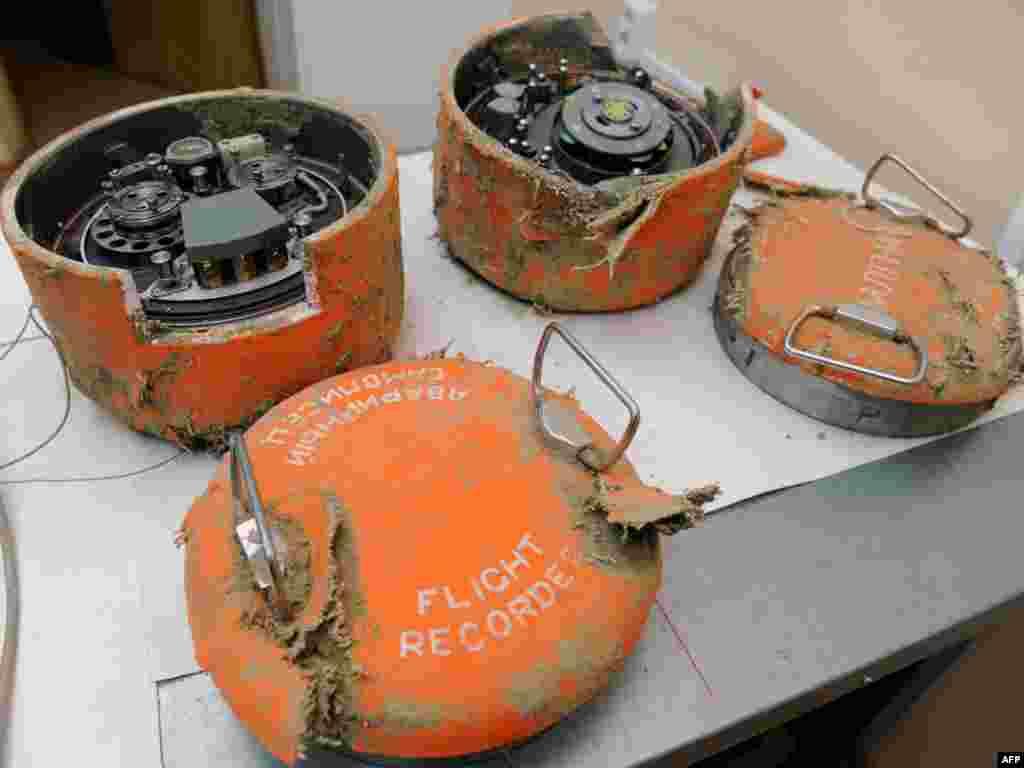 """Расея, Масква: """"чорныя скрыні"""" з запісамі перамоваў экіпажу з польскага прэзыдэнцкага самалёта ТУ-154."""