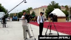 Съемочная группа гостелевидения Туркменистана (архивное фото)