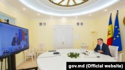 Premierul Ion Chicu, conducând ședința guvernului, 13 mai 2020