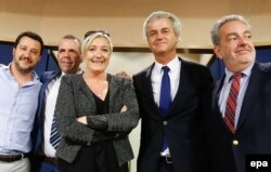 """Интернационал"" правых популистов в Европарламенте: слева - Маттео Сальвини (Италия), в центре - Марин Ле Пен (Франция) и Герт Вилдерс (Нидерланды)"