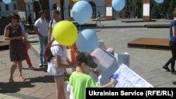 Переселенцы вышли на Майдан в День защиты детей, чтобы защитить свое право на жилье. Киев, 1 июня 2018 года