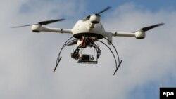 Бордода өткен көрмеде ұшып жүрген дрон. Франция, 9 қыркүйек 2014 жыл.