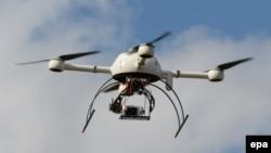 Французький безпілотник (дрон) на шоу цих літальних апаратів в Бордо, вересень 2014 року