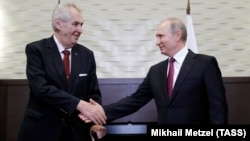 Russian President Vladimir Putin (right) greets Czech President Milos Zeman in Sochi on November 21.