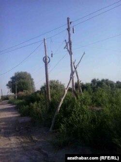 Sebitdäki elektrik liniýalary