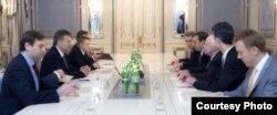 Переговоры Виктора Януковича с американскими сенаторами Джоном Маккейном и Кристофером Мерфи