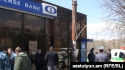 Armenia -- The Converse Bank branch in Yerevan's Nor Nork district is cordoned off by police shortly after a robbery attempt, 29Mar2011