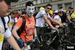 Участники московского велопарада 31 мая 2015 года