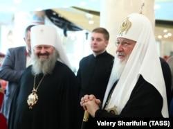 Mitropolitul Pavlo (stg), cu Patriarhul Kiril al Rusiei, la expoziția de la Moscova, 30 octombrie 2018