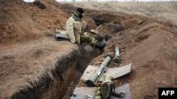 Український військовослужбовець на позиції недалеко від Горлівки. 4 березня 2015 року