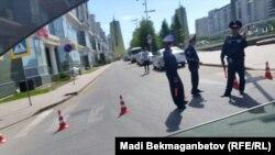 Полицейские в центре Астаны 21 мая 2016 года.