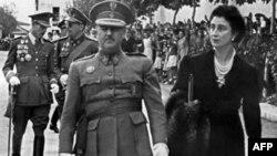 Диктатор Франсиско Франко с супругой, 1943 год