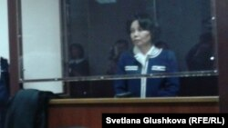 Подсудимая Анар Мешимбаева слушает приговор. Астана, 14 февраля 2014 года.