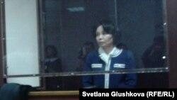 Анар Мешімбаева сот залында өзіне шыққан үкімді тыңдап тұр. Астана, 14 ақпан 2014 жыл.