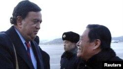 Билл Ричардсон по прибытии в аэропорт Пхеньяна