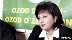 """Oppozisýadaky """"Azat daýhanlar"""" partiýasynyň ýolbaşçysy Nigora Hidoýatowa. Daşkent. 2004 ý."""