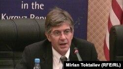 U.S. Deputy Secretary of State James Steinberg at a press conference in Bishkek on July 18