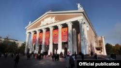 Здание Кыргызского национального академического театра оперы и балета имени Абдыласа Малдыбаева, Бишкек.