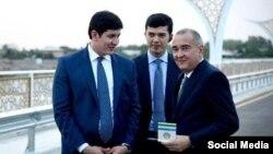 Jahongir Ortiqxo'jayev (o'ngdan birinchi ) prezidentning kichik kuyovi (chapdan birinchi) Otabek Umarov bilan birga (Illyustrativ surat)