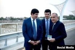 Мэр Ташкента с зятем Мирзияева Отабеком Умаровым.