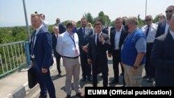 Во время визита в Грузию Владимир Зеленский посетил пропускной пункт на административной границе Абхазии