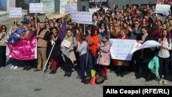 """8 martie 2017: protest la Chișinău """"Nu înseamnă NU"""""""