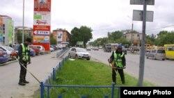 Орусиядагы кыргыз мигранты. «Чөп чабык» (Орусия, Екатеринбург шаары). 2012-жыл.