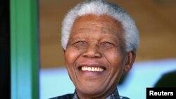 Оңтүстік Африканың бұрынғы президенті Нельсон Мандела. Йиханнесбург, 2003 жыл.