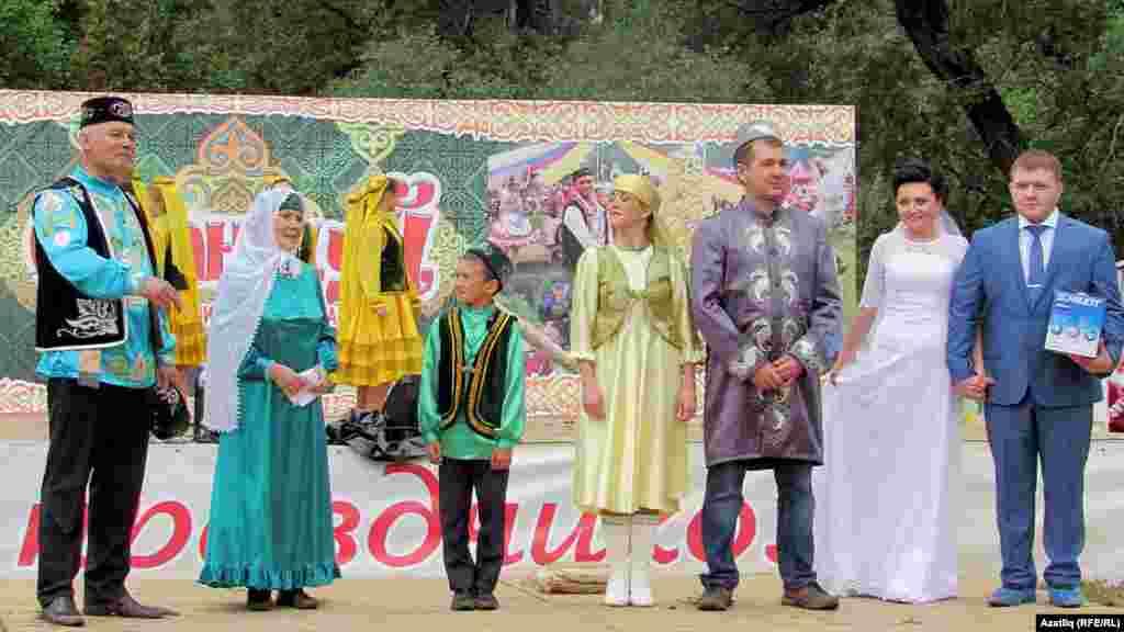 Татар гаиләләре чыгыш ясый