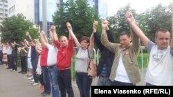 Люди протестуют против сотрудников Следственного комитета