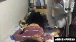 Пострадавшая в результате взрыва женщина в больнице