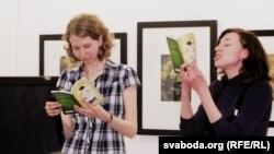 Анка Ўпала і Юля Цімафеева на прэзэнтацыі кнігі