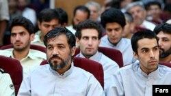علی تاجرنیا (چپ) در دومین جلسه محاکمات متهمان انتخاباتی