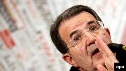 Романо Проди сумел удержать преимущество над правыми на самом финише