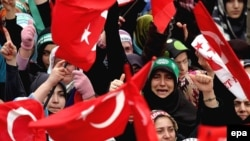 دادگاه قانون اساسی ترکيه روز چهارشنبه درخواست ممنوعيت فعاليتهای حزب عدالت و توسعه، را رد کرد. (عکس از: EPA)