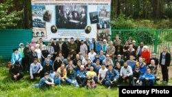 Екатеринбур мөселман зиратын чистартучы активистлар