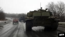 Донецкіге бет алып бара жатқан ресейшіл сепаратистерінің танктері. 22 қаңтар 2015 жыл.