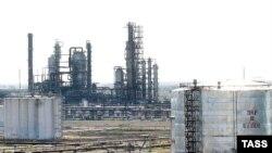 Атырау мұнай өңдеу зауыты. 13 маусым 2006 жыл. (Көрнекі сурет)