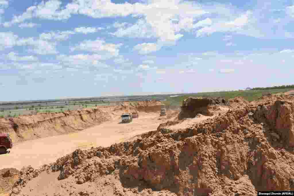 Карьер, при разработке которого обнаружили артефакты. Окрестности села Курайлы, 5 июня 2018 года.