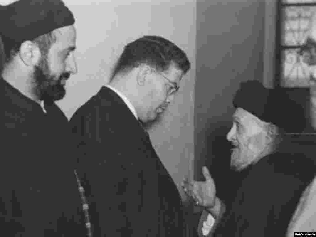 آیت الله ابوالقاسم کاشانی در حال گفت و گو با مظفر بقایی (عکس: موسسه مطالعات و پژوهش های سیاسی)