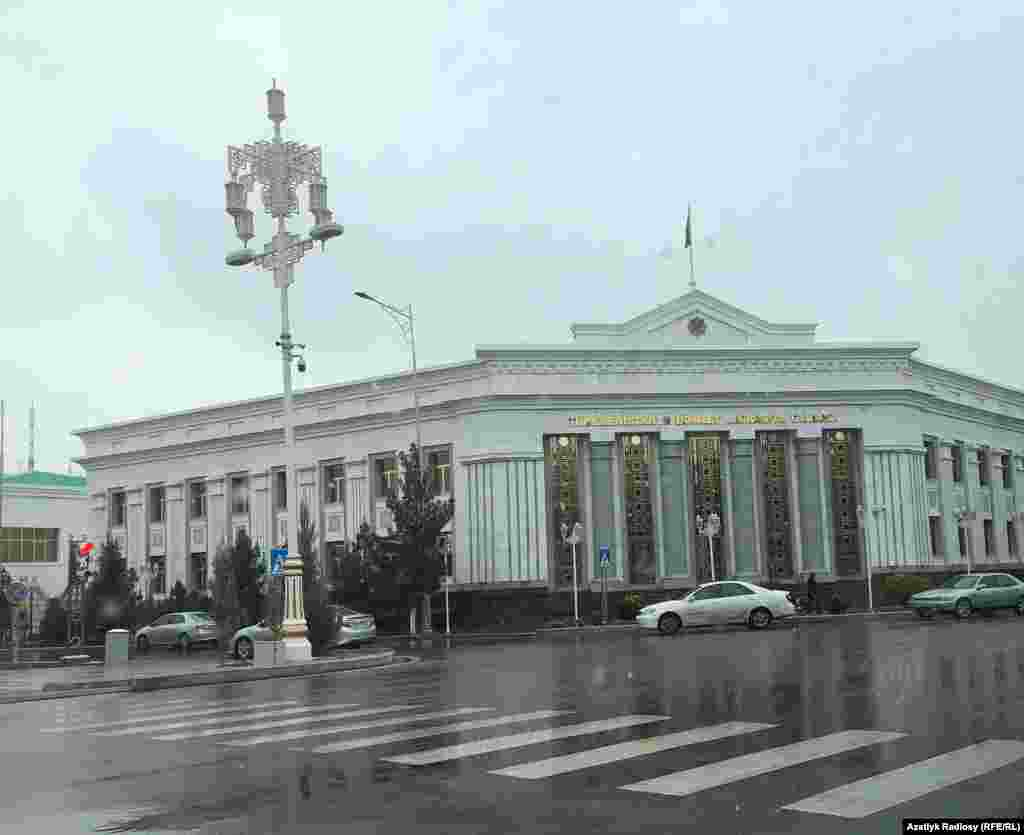 Здание Государственной миграционной службы Туркменистана, Ашхабад