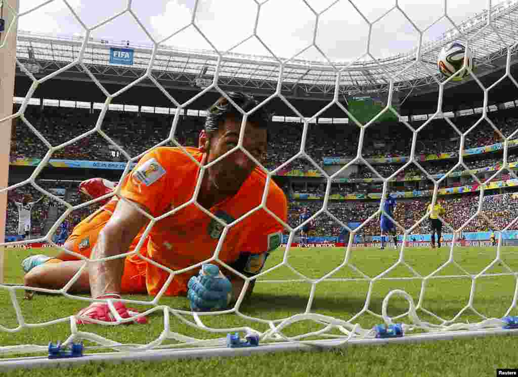 Italy's goalkeeper Gianluigi Buffon after conceding a goal scored by Costa Rica's Bryan Ruiz during the 2014 World Cup in Brazil. (Reuters/Brian Snyder)