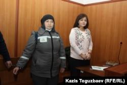 Заключенная Жанна Умирова и ее адвокат Айман Умарова в суде. Поселок Утеген-батыра Илийского района Алматинской области, 21 декабря 2018 года.