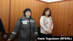 Заключённая Жанна Умирова и ее адвокат Айман Умарова. Поселок Утеген-батыра Илийского района Алматинской области, 21 декабря 2018 года.