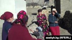 Женщины горного села Зардалы Баткенской области, декабрь, 2010 г.