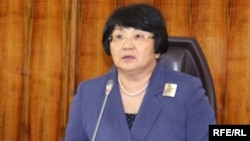 Roza Otunbaeva anunță victoria în referendum