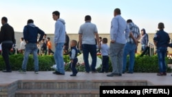 People gather at the grave of Islam Karimov in Samarkand.