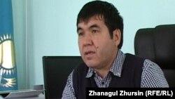 "Основатель театра ""Екі езу"" Нурлыбек Жубаткан. Актобе, 12 сентября 2013 года."